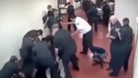 Fight Between An MMA Master And 15 Guards Breaks Out Inside A Texas Prison