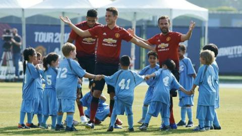 What Happens When Three Man U Players Face A Team Of 100 Kids?
