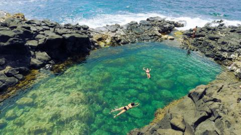 """The Pool of Death"", The Most Dangerous Swimming Pool in The World Found in Hawaii."