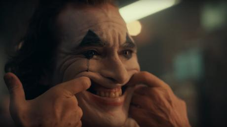 We've Finally Got Our First Look At Joaquin Phoenix As The Joker In This New Trailer