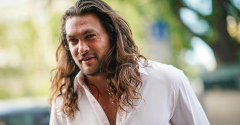 Jason Momoa Is Getting Body-Shamed For One Detail In His Latest Holiday Photo