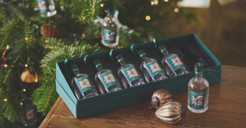 Christmas Decorations: Mini-Gin Bottles For Your Tree