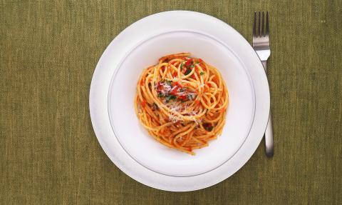 20-year-old student dies after reheating a old pasta dish