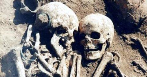 Scientists Have A Surprisingly Heartbreaking About These Unearthed 3,000-Year-Old Skeletons