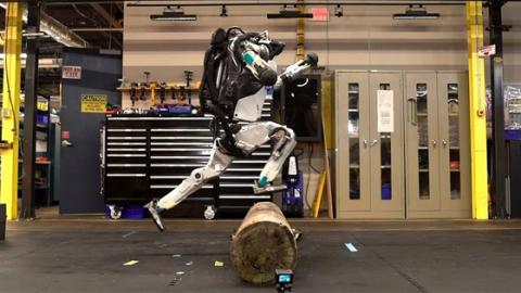 These Incredible Cutting Edge Androids Can Do Something No Robot Has Done Before