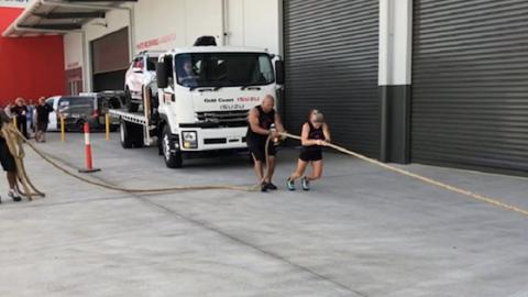 This Female Bodybuilder Just SMASHED The Record For Pulling An 11-Ton Truck