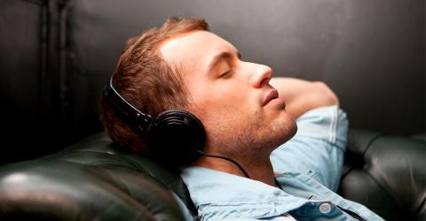 'Pink Noise' While Sleeping Could Have Beneficial Effects On Your Brain