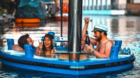 You Can Now Drink Beer In A Floating Jacuzzi On The Thames