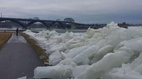 Remarkable Moment A Tsunami Of Ice Strikes The United States Border