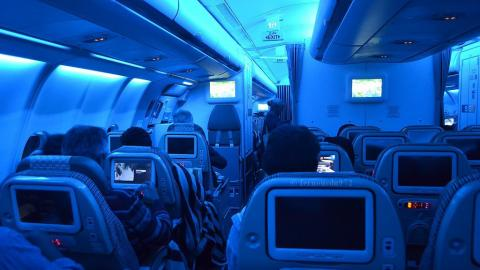 This Is The Real Reason Plane Lights Go On And Off During Landing