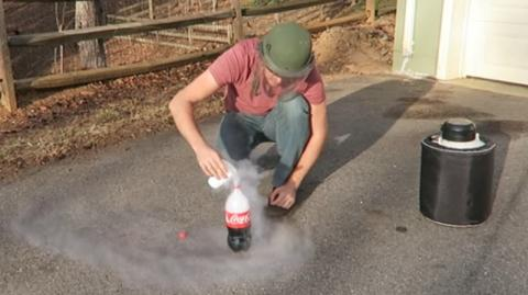 This Is What Happens When You Mix Coca-Cola And Liquid Nitrogen