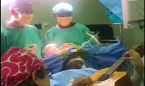 Talented Musician Plays Guitar While Undergoing Brain Surgery In Miraculous Clip