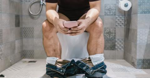 This Man Had To Be Rushed To Hospital After Spending 30 Minutes On His Phone Whilst On The Toilet