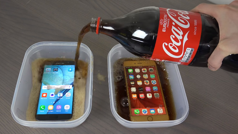 Man Puts An iPhone And A Samsung Galaxy To The Test... By Freezing Them In Coke!