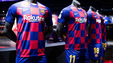 Barcelona Fans Are Seriously Unhappy With One Detail On The Team S New Shirt