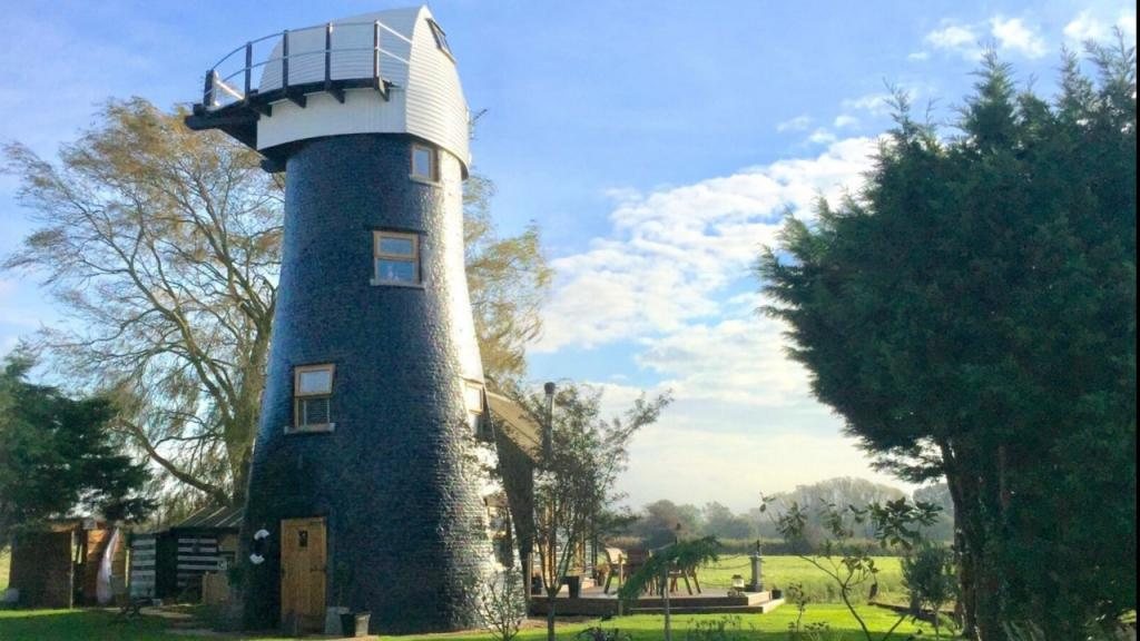 Windmill house previously owned by James Bond star is up for rent