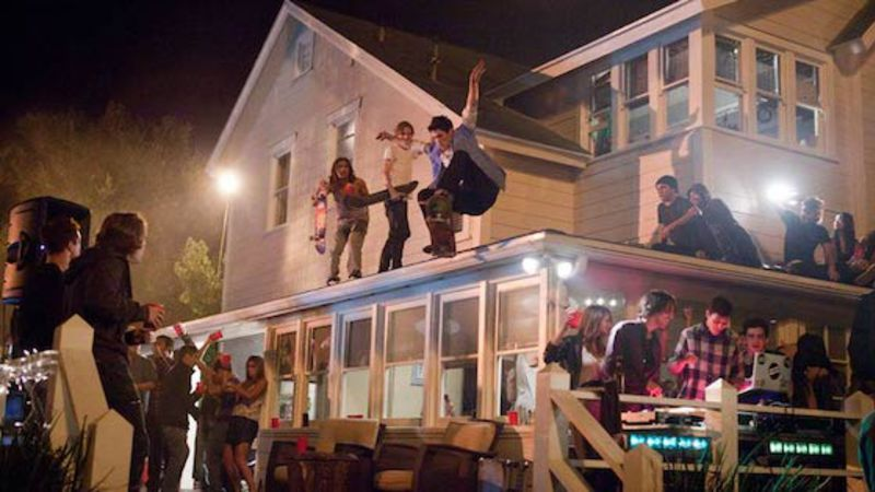 A New Years Party Took A Turn For The Worse After 300 People Turned Up To An Airbnb Instead Of 70