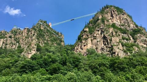 100 metres high glass bridge breaks and leaves tourist stranded at the top