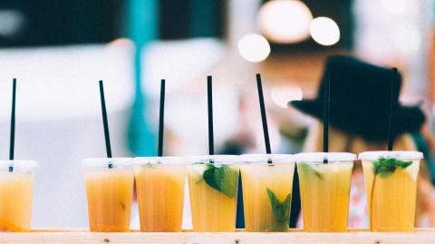 Does drinking through a straw get you drunk faster?