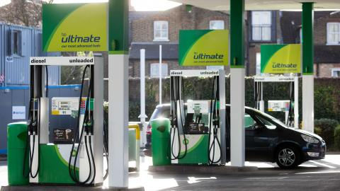 Here's how UK drivers can get £10 worth of free fuel over the bank holiday weekend