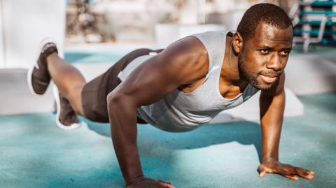 This is what happens to your body when you do 300 push ups every day for a month