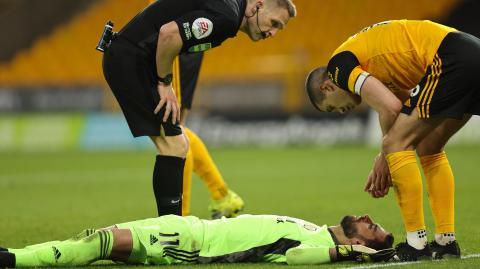Doctor says Wolves goalkeeper should be 'OK' following nasty head collision