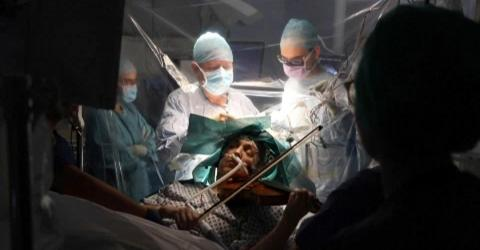 British Musician Plays Violin During Her Brain Surgery (VIDEO)