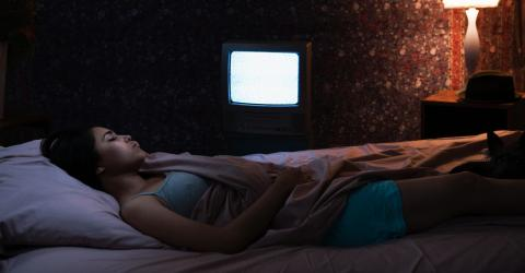 Study shows falling asleep with TV on promotes weight gain