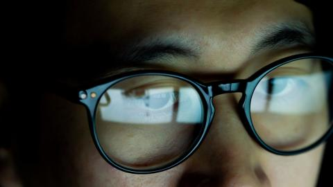 Study hows blue light from screens could considerably reduce our life expectancy