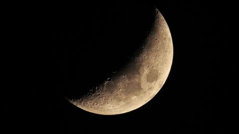 Struggling to sleep? One study suggests the moon might be to blame