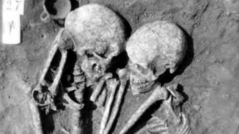 These 3,000-Year-Old Skeletons Have A Suprisingly Heartbreaking Story