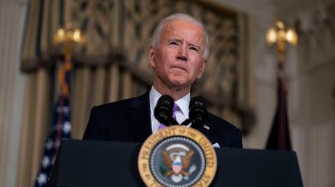 Biden lifts Trump ban on transgender military service