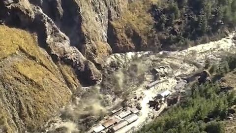 Himalayan glacier collapses, causing 14 deaths and over a hundred disappearances