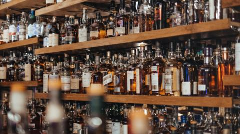 Borish Johnson to consider tax cuts on alcohol sold in pubs