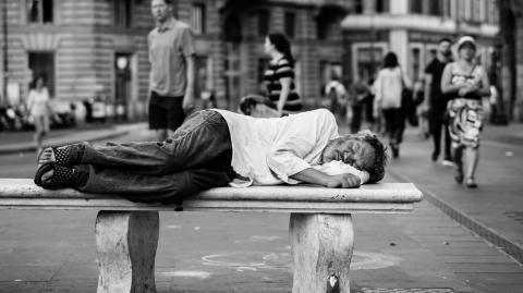 The UK to prioritize COVID-19 vaccination to the homeless