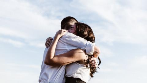 Expert recommended tips on how to cautiously hug from next week