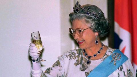 Queen has secret tunnel in Buckingham Palace that leads to one of London's most famous bar