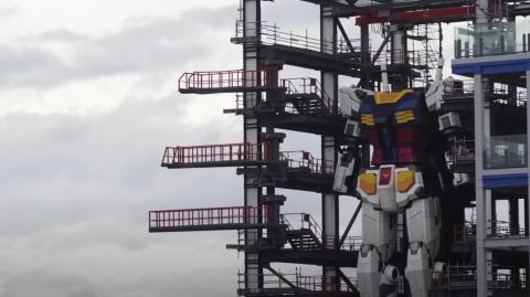 Japan's 18 Metre Tall Gundam Robot Has Taken Its First Steps!
