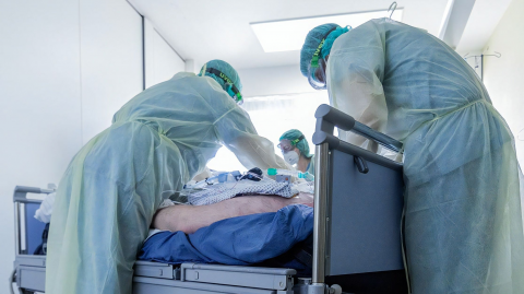 A 69-year-old American man suffers three-hour long erection because of COVID-19