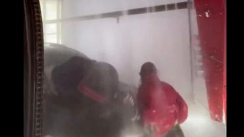 These Two Girls Went Viral After Walking Through a Car Wash