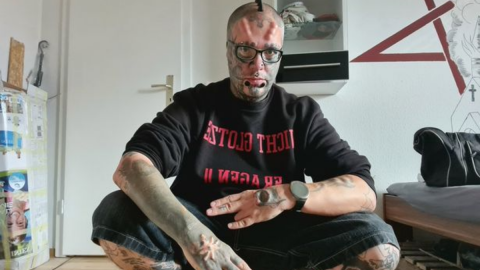 Man Now Keeps His Ears in a Jar After Paying £6K to Make His Head Look Like a Skull