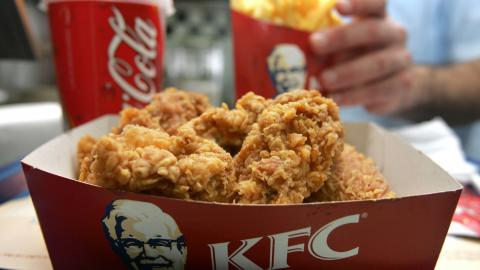 One Woman Without A Mask On Went Crazy In KFC When They Wouldn't Serve Her