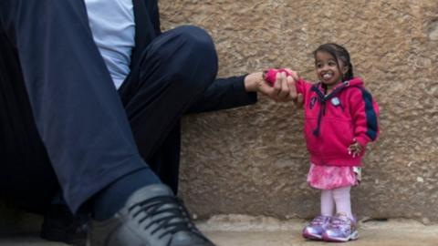 When the world's tallest man meets the world's smallest woman