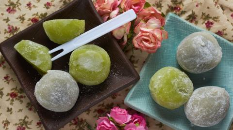 This Japanese dessert causes multiple deaths every year