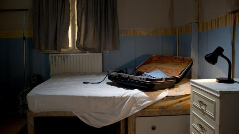 This Couple Found Something Horrifying Inside Their Hotel Bed