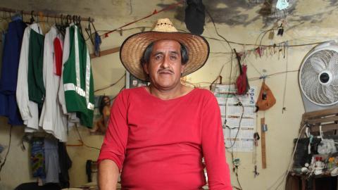 Roberto Cabrera: This man has the world's largest 'love gun'
