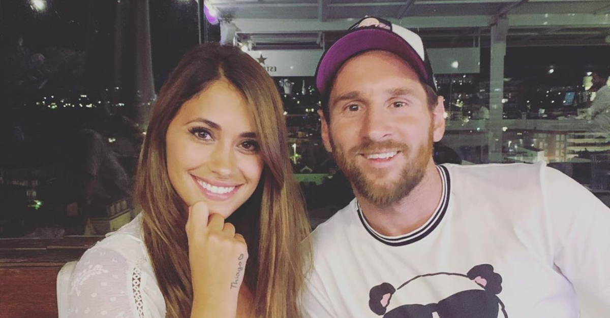 This Photo Of Messi And His Wife Went Viral For One Brilliant Detail…