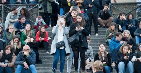 Coronavirus: photos of French people continuing to gather in mass have the Internet appalled